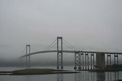 Sortlandbrücke im Nebel, Vesterälen, Norwegen