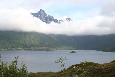 Lofotenlandschaft an Straße 10 zwischen Fiskeböl und Svolvaer, Norwegen