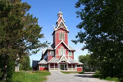 Die rote Drachenkirche von Gravdal auf der Insel Vestvagoy in Norwegen