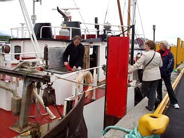 Fischerboot im Hafen von Kabelvag, Lofoten, Norwegen