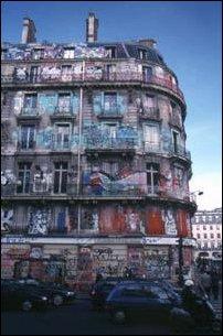 bemalte Fasaden in der Innenstadt von Paris