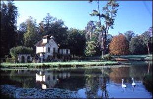 das Lustschloss im Schlosspark Versailles bei Paris