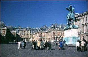 das berühmte Schloss von Versailles bei Paris