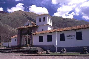 die schlichte Barockkirche von Andahuaylillas bei Cusco, Peru