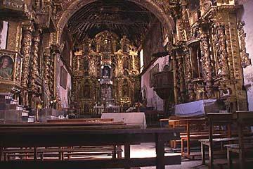 die alte Barockkirche im kleinen Dorf Andahuaylillas bei Cusco, Peru