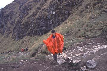 auf den letzten Metern zum Pass der toten Frau, Inka Trail Tag 2, Peru