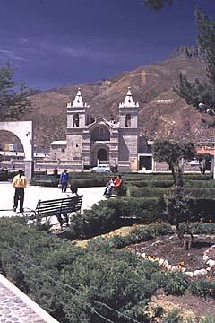 der Dorfplatz von Chivay, dem Hauptort im Colca Canyon, Peru