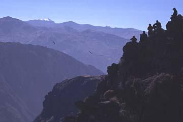 Beobachter und Beobachtete am Mirador del Condor, Peru