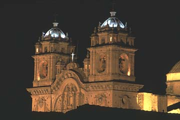 die Kirche La Compana am Plaza de Armas bei Nacht, Cuzco, Peru