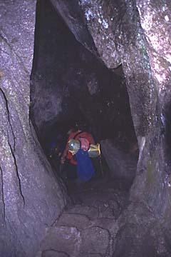 am dritten Tag gilt es auch einen kleinen Tunnel zu durchqueren, Inka Trail, Peru
