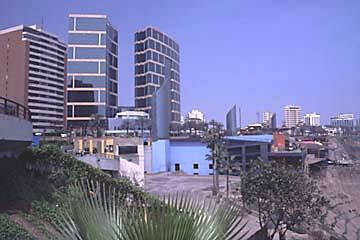 das Einkaufszentrum Locomar in Miraflores, Lima, der Hauptstadt von Peru