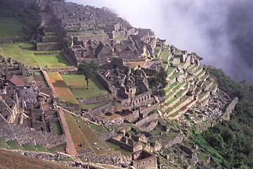 die Unterstadt von Machu Picchu mit dem Gefängnis, Peru