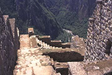 vom Haus in die Schucht, Machu Picchu, Peru