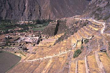 Stadt und Ruinenanlage von Ollantaytambo im heiligen Tal der Inka, Peru