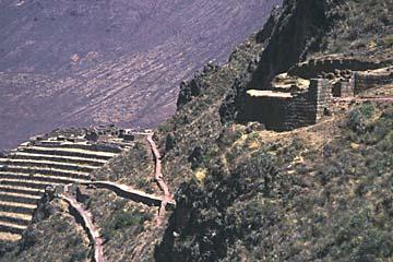 die verschiedenen Wege und Anlagen der Ruine Pisaq, Peru