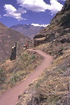 die ausgedehnte Anlage im heiligen Tal der Inka oberhalb von Pisaq, Peru