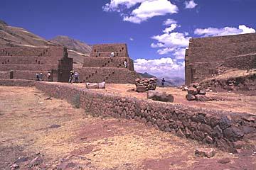 die Festungsanlage Rumicolca bei Cusco, Peru