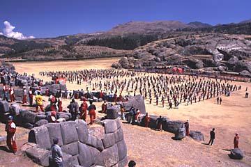in Sacsaywaman wird gerade geübt für ein großes Fest, Cusco, Peru