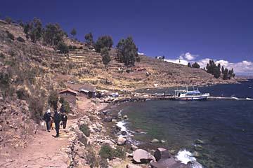 die Insel Taquile auf dem Titikaka-See ist von Puno in 2 Stunden mit dem Boot zu erreichen, Peru