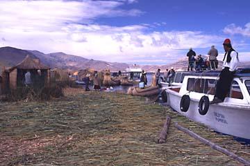 die Schilfinseln von Uros bei Puno, Peru