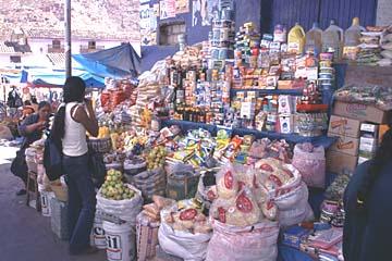 auf dem indigenen Markt in Urubamba, Peru