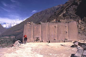 die riesigen Steine der Ruine Ollantaytambo bei Cusco, Peru