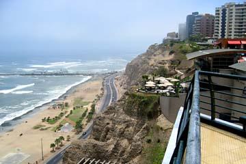 der Stadtteil Miraflores von Lima liegt an der Küste von Peru