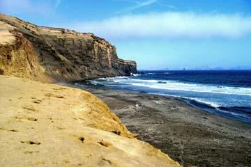 die Küste von Paracas bei Pisco in Peru