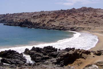 eine Bucht bei Puerto Inka an der Küstenwüste von Peru