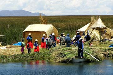 zu Besuch bei den Uros-Inseln am Titikakasee, Peru