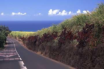 wunderschöne Straßen über Land auf La Réunion, indischer Ozean