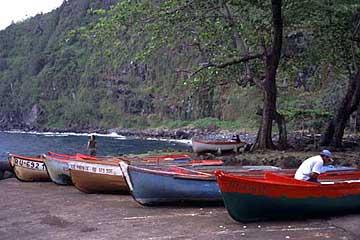 Ein kleiner Bootshafen an den Cascades am Kap Anse des Cascades