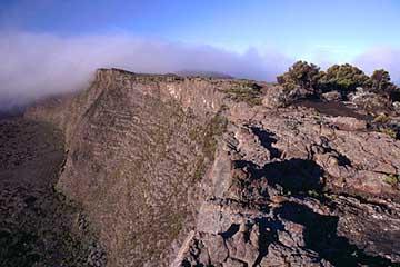 die Abbruchkante zur Enclos Fourque, dem Kraterplateau des Fournaise, Réunion