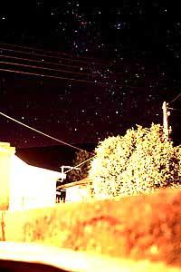 das Kreuz des Südens, 4.00 Uhr morgens tief im Südosten, Réunion