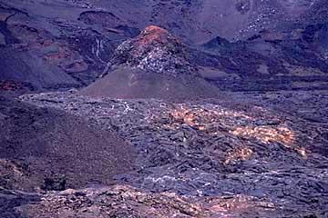 ein Parasitärkrater im Inneren des Cratere Dolomieu, Piton de la Fournaise, Réunion
