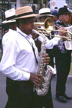 """Klarinettenspieler auf dem """"Linsenfest"""" in Cilaos, Réunion"""