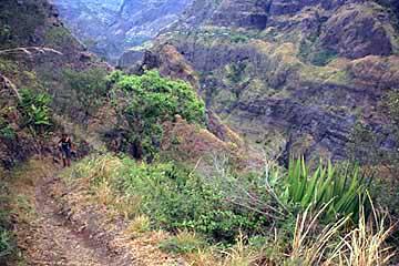 der erste kleine Anstieg am dritten Tag im Mafate, Réunion