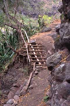 eine kleine aussetzige Stelle auf dem letzten Wegstück im Mafate, Réunion