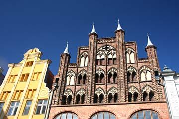"""Giebel des """"Wulflamhaus"""" am """"Alten Markt"""" in Stralsund, Mecklenburg-Vorpommern"""