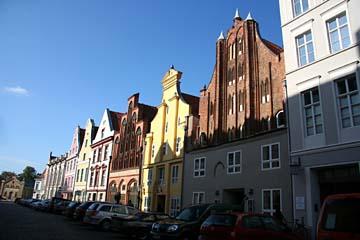 """schöne Bürgerhäuser am """"Alten Markt"""" in Stralsund, Mecklenburg-Vorpommern"""