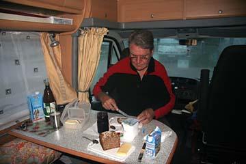 Frühstück im Wohnmobil in Sellin, Insel Rügen