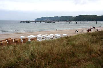 Blick zum Strand mit Seebrücke, Seebad Binz, Insel Rügen