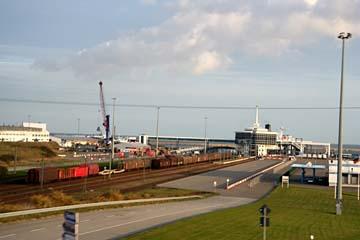 Blick auf den neuen Fährhafen in Neu Mukran, Insel Rügen