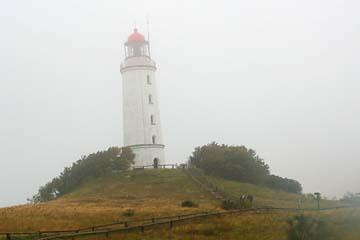 Leuchtturm von Hiddensee im Nebel