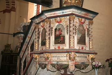die geschnitzte Kanzel in der Kirche in Schaprode, Rügen