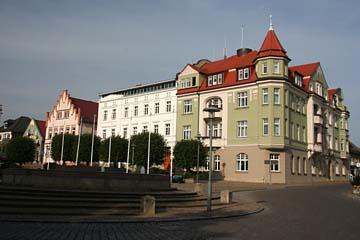 Marktplatz mit Rathaus in Bergen, Insel Rügen