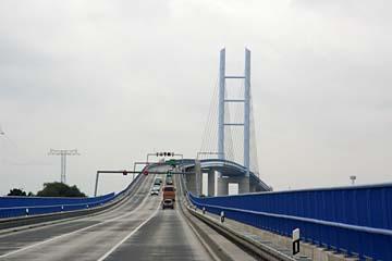 auf der neuen Rügenbrücke zwischen Insel Rügen und Stralsund