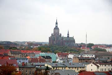 Blick auf Stralsund von der Rügenbrücke zwischen Insel Rügen und Stralsund