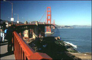 am Anfang der Golden Gate Bridge in San Francisco