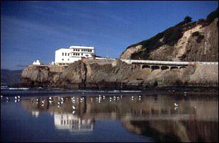 das Cliff House mit den Seals Rock im Westen von San Francisco